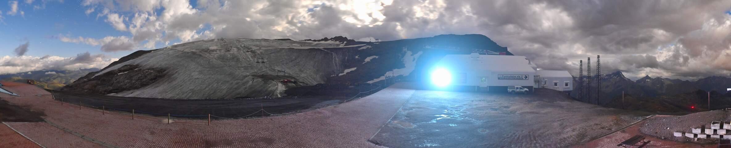 Le Glacier - Restaurant   3,200m